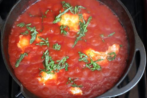 eggs-poaching-in-tomato-sauce