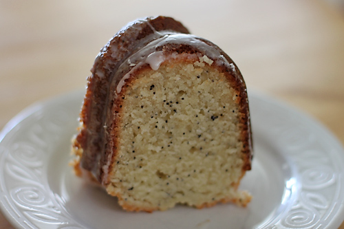 almond-poppyseed-bundt-slice