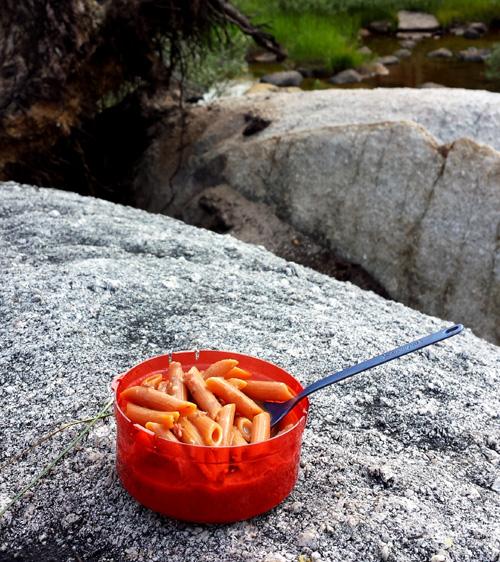 chili-mac-close-scene